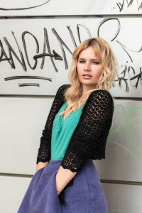 color blocking, green, graffity, blonde, girl, miriam ernst, fashion blogger, outfit, purple, skirt
