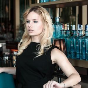 Fashion, model, blog, blogger-miriam-ernst-german-blonde-girl-all-blue-outfit-zara-skirt-one-ocean-club, bar