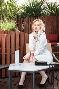 white trench coat, protected species, waterproof, nybilo bag, outfit, miriam ernst, fashion blogger, blonde girl