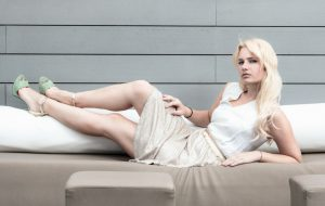 Miriam Ernst, Fashion Blogger, Golden skirt, white shirt, blonde, girl