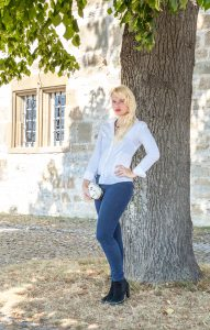 Miriam Ernst, Fashion Blog, Be-Stylish, Headphones, Frends, White blouse, jeans, Schwaebisch Hall, Outfit