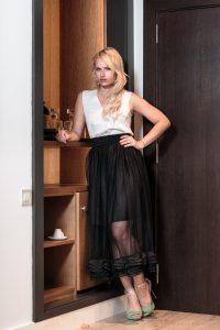 Miriam Ernst, tulle skirt, Fashion Blogger, back skirt, white shirt, blonde, girl