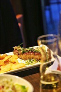 Adina Apartment Hotel, gourmet, berlin, checkpoint charlie, steak, pommes, french fries