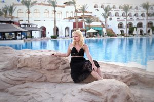 Sharm el Sheikh, Egypt, Royal Savoy, Savoy Group, pool, miriam ernst, travel blogger, fashion, blonde girl, black skirt