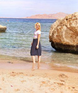 Sharm el Sheikh, Egypt, Royal Savoy, Savoy Group, miriam ernst, travel blogger, beach, paradise, white shirt, blue skirt