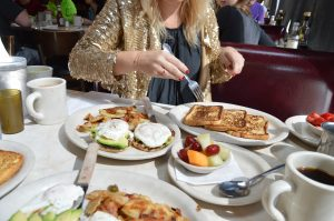 Fashion Week, Thomas Sabo, Raffle, win, breakfast, gold, jacket, blonde, Miriam Ernst, fashion blogger