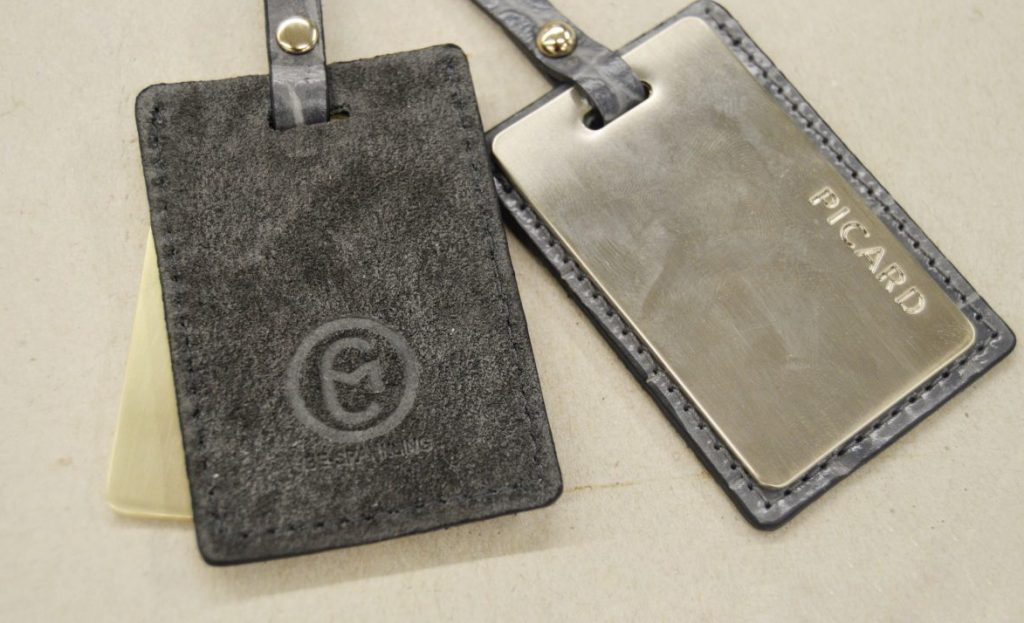 picard-be-sparkling-bag-grey-production-process-logo-pendant-1