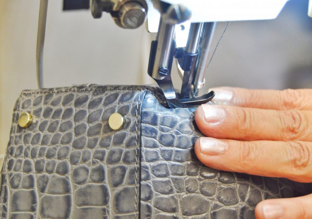 picard-be-sparkling-bag-grey-production-process-sewing-2