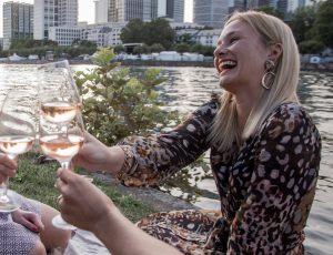 Miriam Ernst, Rosé, feiern, Freunde, zusammen, Wein, Provence, Frankfurt