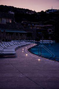 Pool, nachts, abends, beleuchtet, Daios Cove