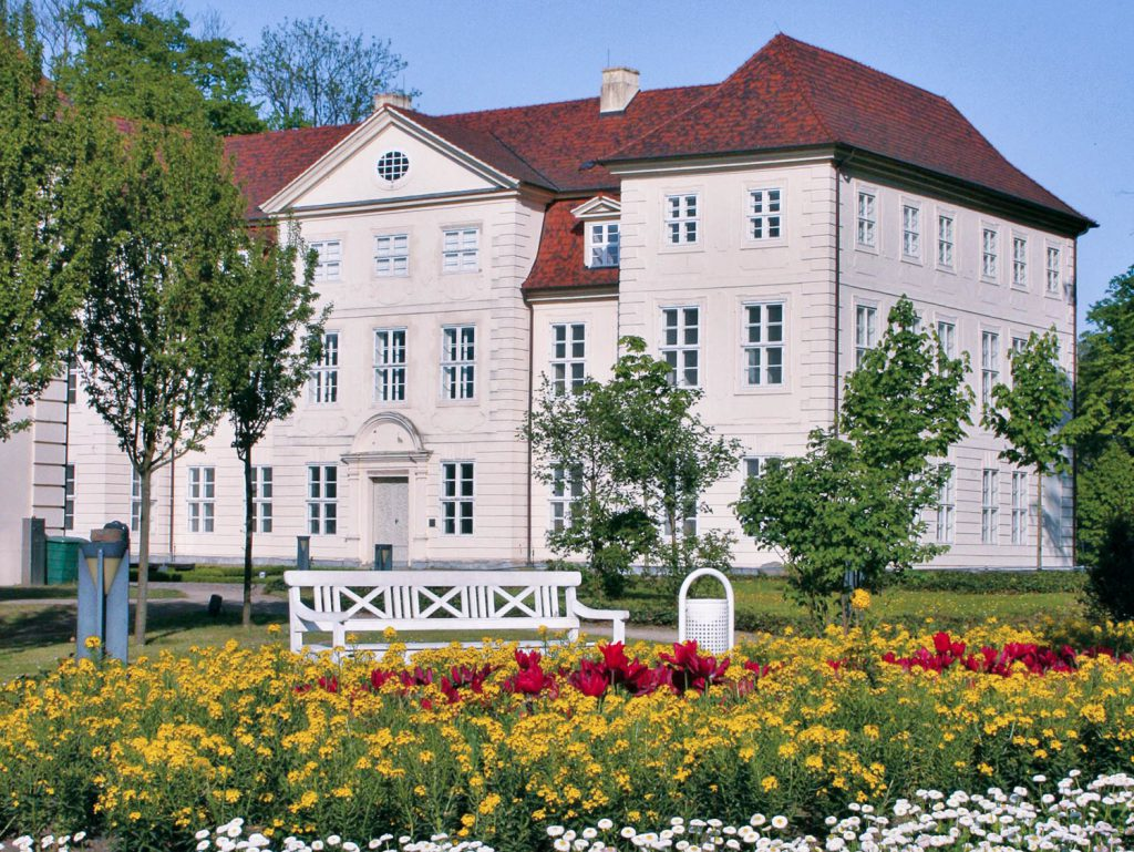 Gutshof Woldzegarten, Müritz, Schloss Basedow, Mecklenburg Vorpommern, Ausflugsziele Mecklenburg Vorpommern, Castle, Basedow Castle, manor, Manor Basewo, mansion, holiday Germany, travel tips Germany, travel Germany