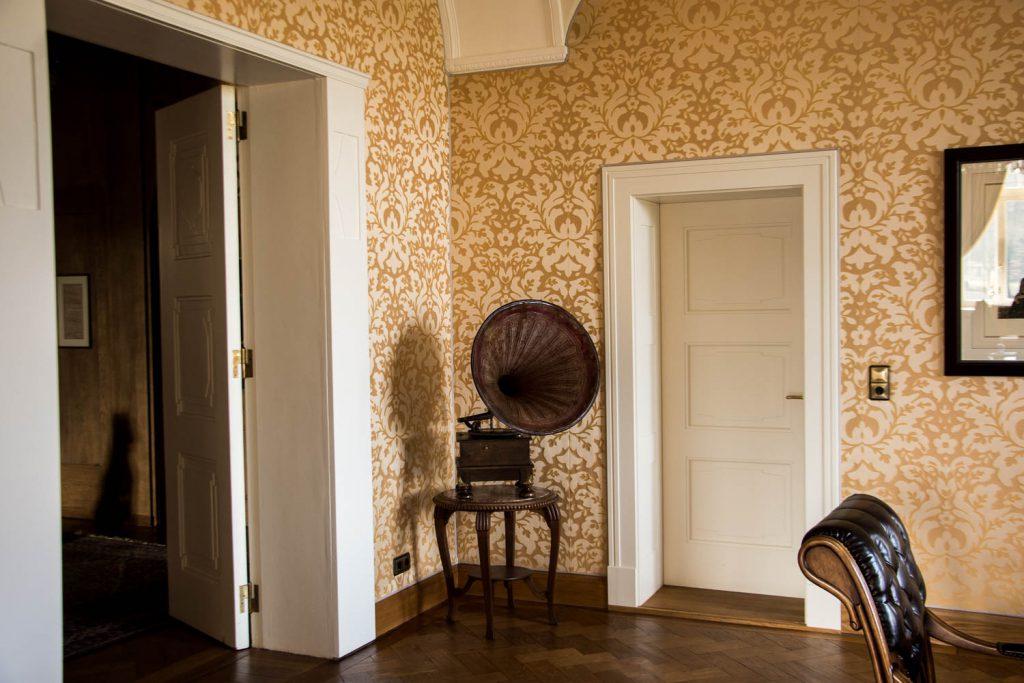 Schlosshotel Wendorf, Schwerin, 5 - Star- Hotel, holiday in Germany, luxury holiday, rooms, suites, megaphone, wallpaper, armchair