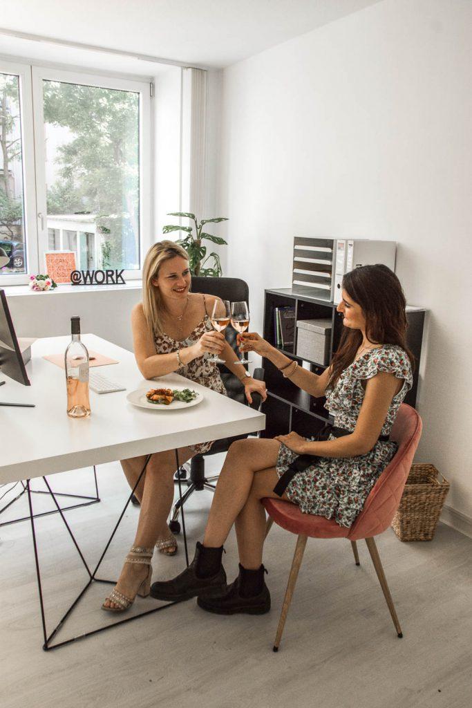 Vin de Provence, Rosé Wein, Büro, Office, Salat, Kamera, Blumenstrauß, Miriam Ernst, Brainstorming, Be Sparkling
