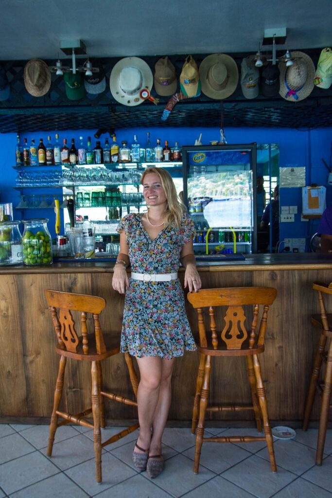Miriam Ernst, Grenada, Karibik, Restaurant BBS Crab, BAr, Tresen, Frau
